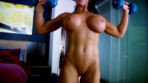 Sexy Samantha Kelly doing shoulder presses on her webcam.