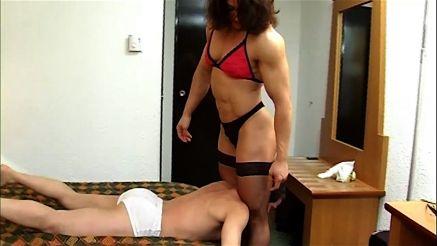 Alina Popa scissoring a guy into submission