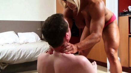 Female bodybuilder Lisa Cross ready to choke a guy out