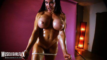 Samantha Kelly sexy pec flic