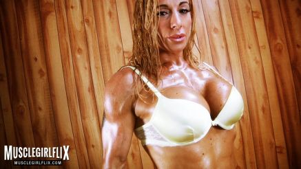 Victoria Lomba is lean and ripped