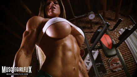muscle girl maria garcia big tits underboob