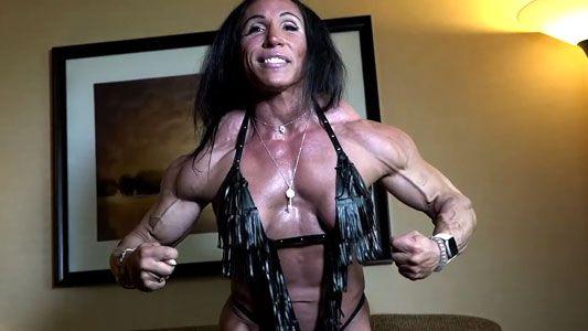 female bodybuilder Amanda Aivaliotis contest shape flexing