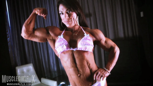 Carla Rossi huge shredded muscles