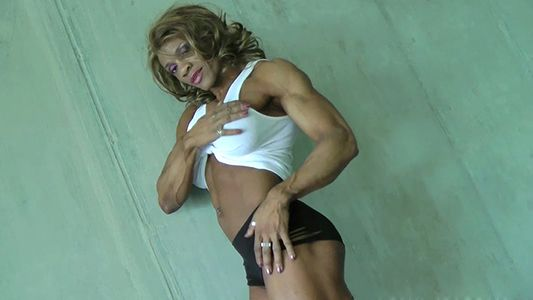 Kim Buck's super ripped and sexy muscles