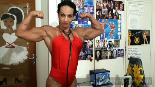 female bodybuilder Gil Cunha flexing her big biceps