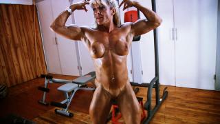 female bodybuilder Isabelle Leveau