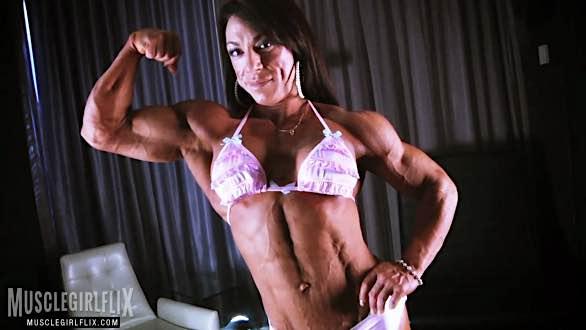 Carla Rossi huge shredded muscles