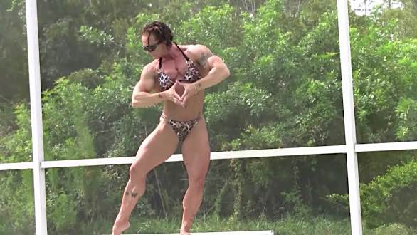 Janeen Lankowski showing off her incredible muscular body