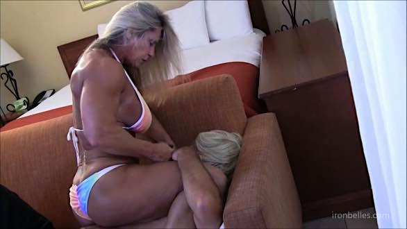 female wrestler Demonika