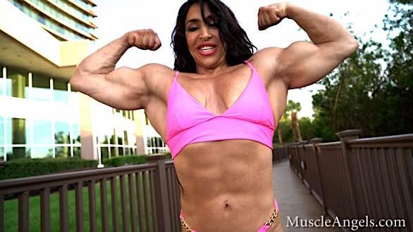 massive muscle girl Mona Poursaleh flexing