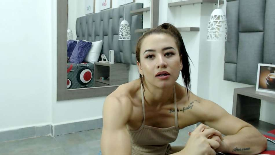 fit girl amber litt flexing arms