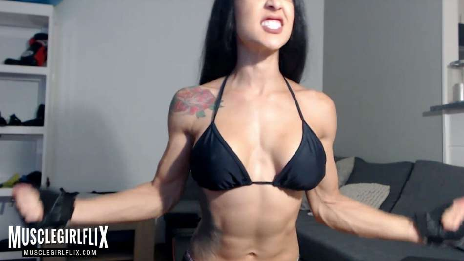sexy fit cam girl flexing