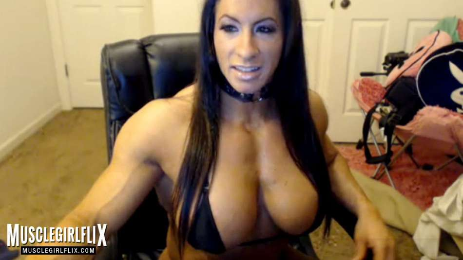 dream muscle girl on her cam