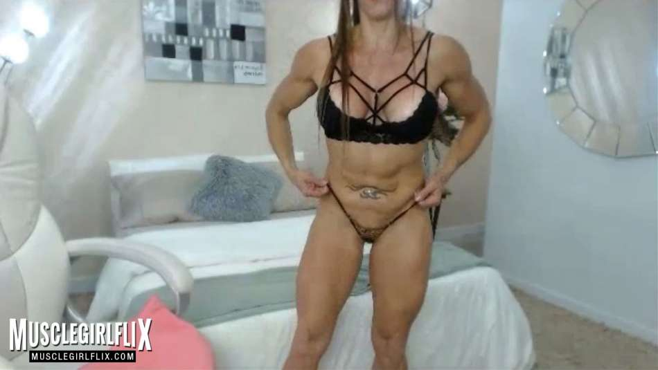 nice muscular body on cam girl larissa reis
