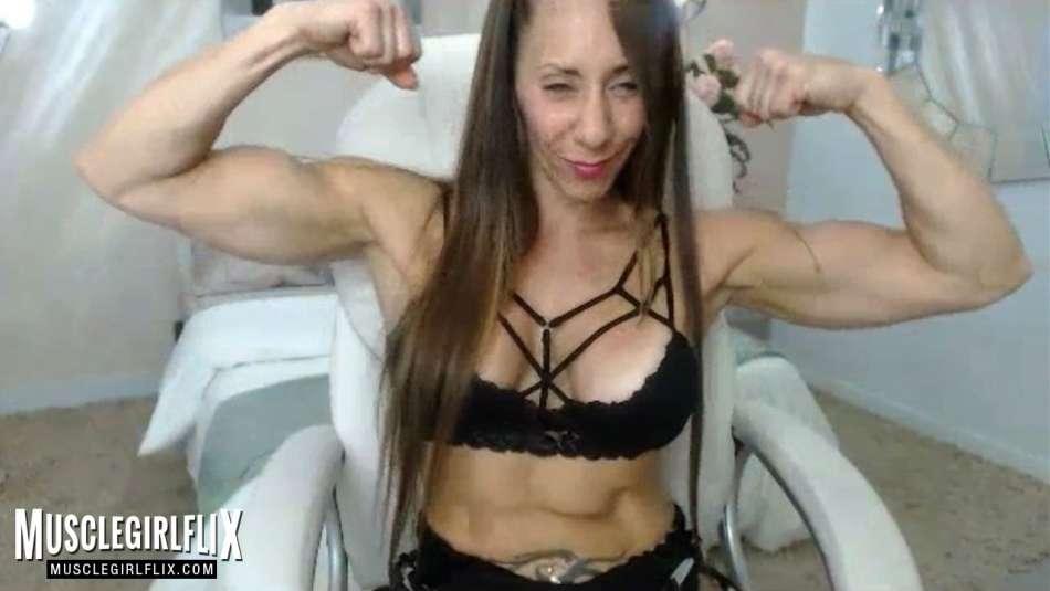 amazing big biceps on Larissa Reis