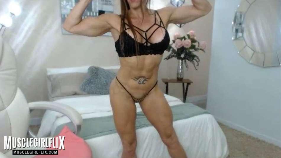 nice muscle girl MILF on webcams larissa reis