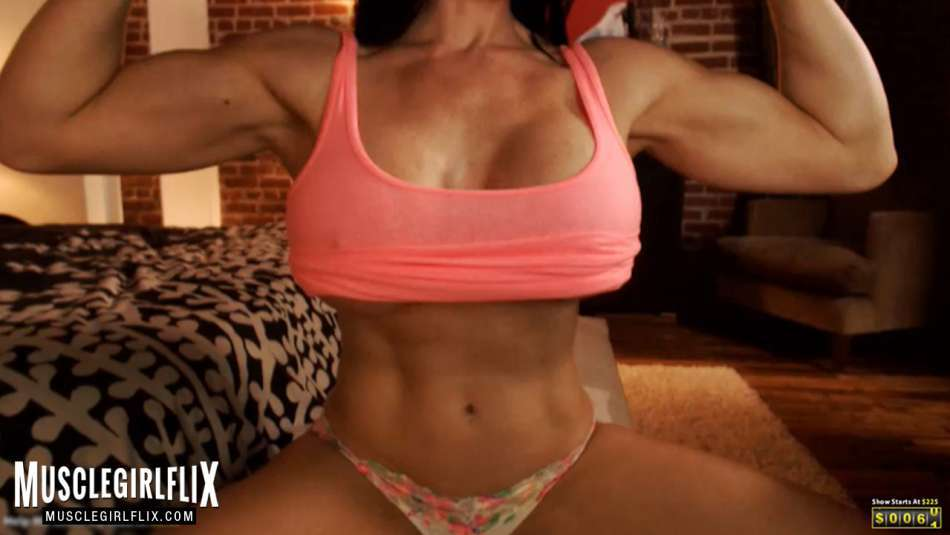 Samantha Kelly underboob and tight flat abs