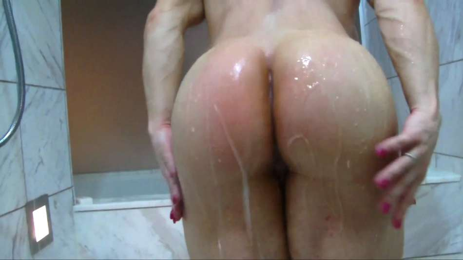Brandi Mae wet thick and round bubble butt