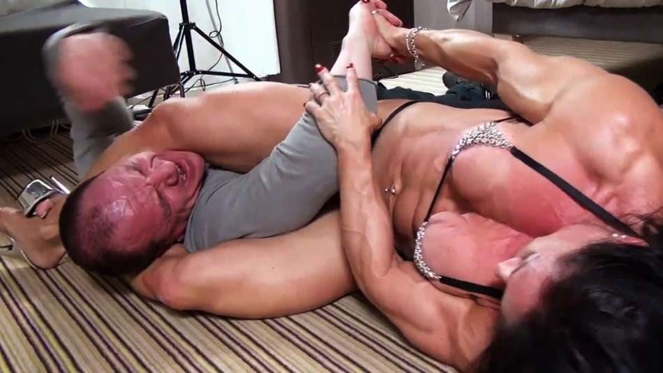 Claudia Partenza amazing muscle girl wrestling