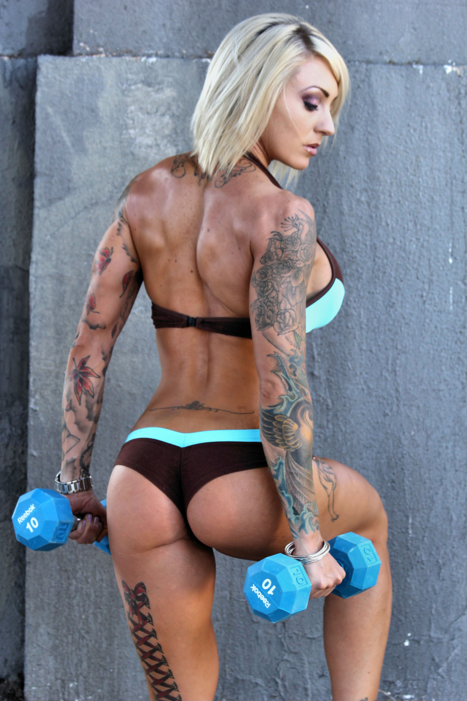 thick booty on female muscle pornstar