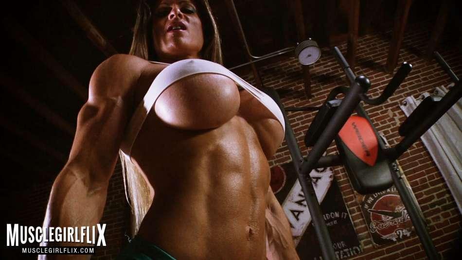 underboob muscle maria garcia