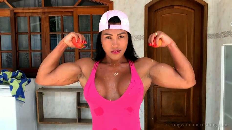 fbb Alessandra Aldez flexing her biceps