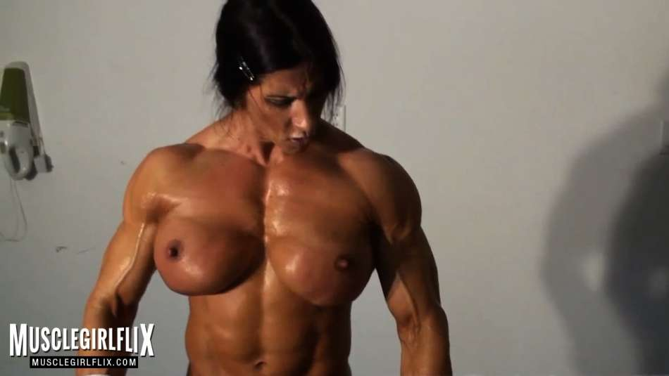huge fucking pec muscles on female bodybuilder