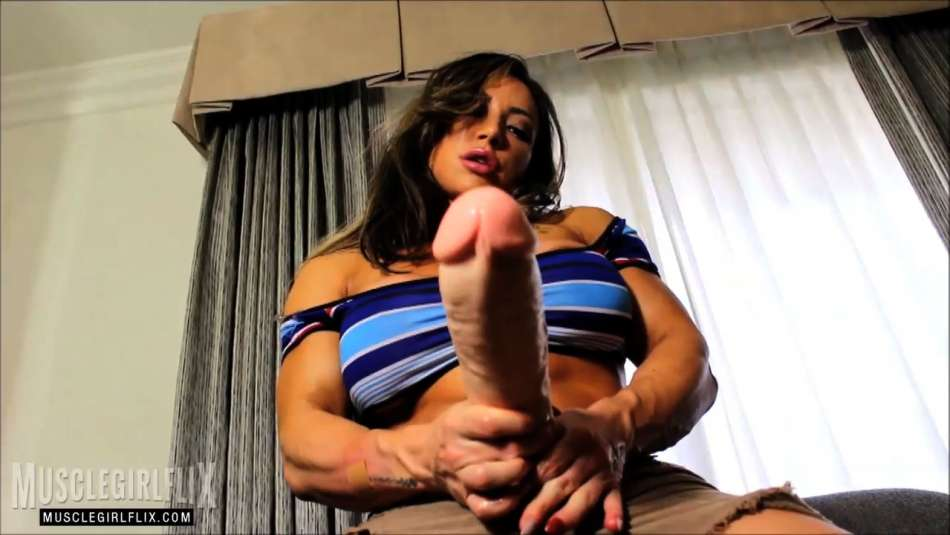 female bodybuilder brandi mae massive cock
