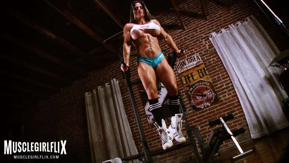 ripped female bodybuilder workout