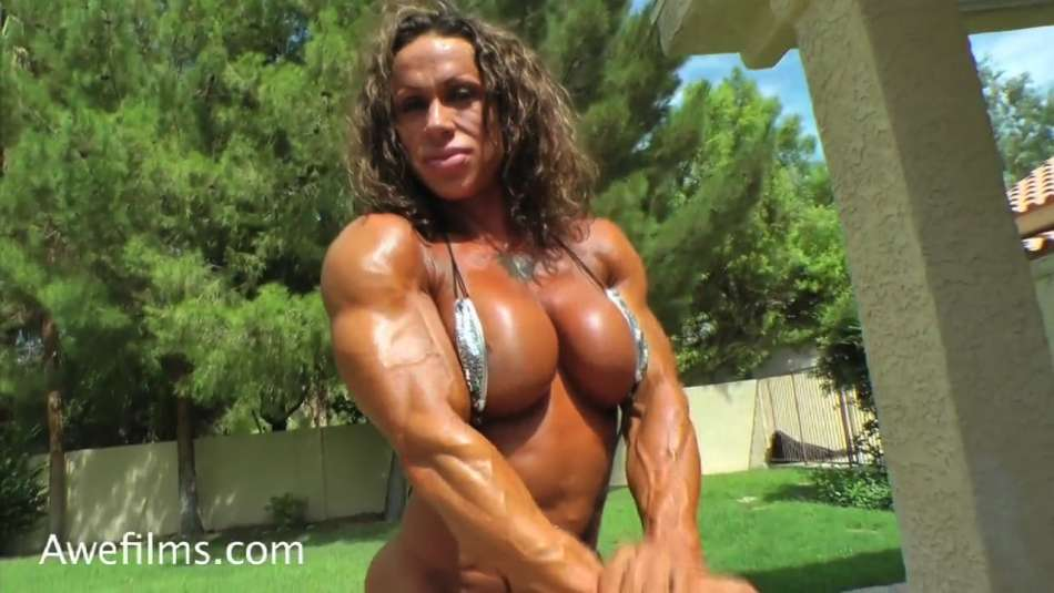 pec flex amazing boobs female bodybuilder