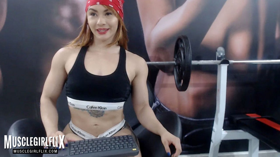 sexy muscular webcam girl