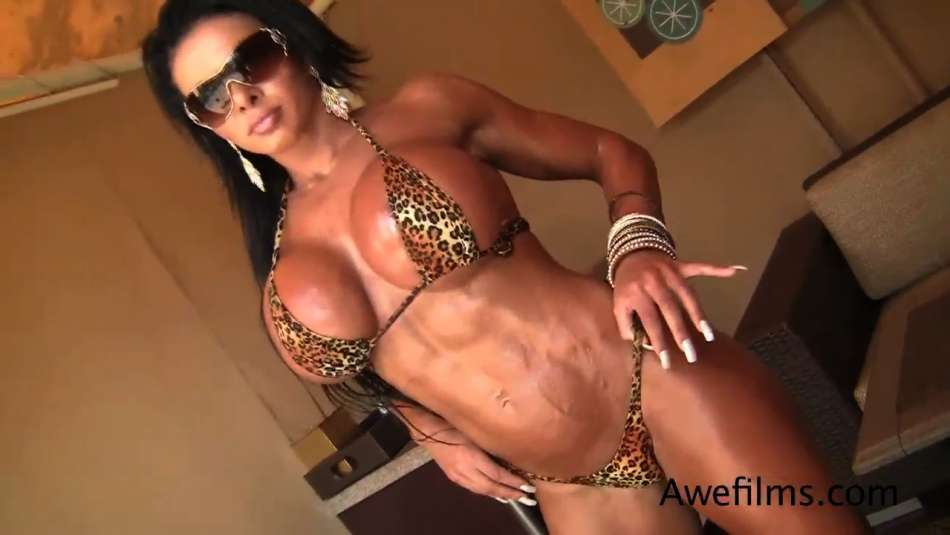 Nanda Croft knockout babe huge bicep