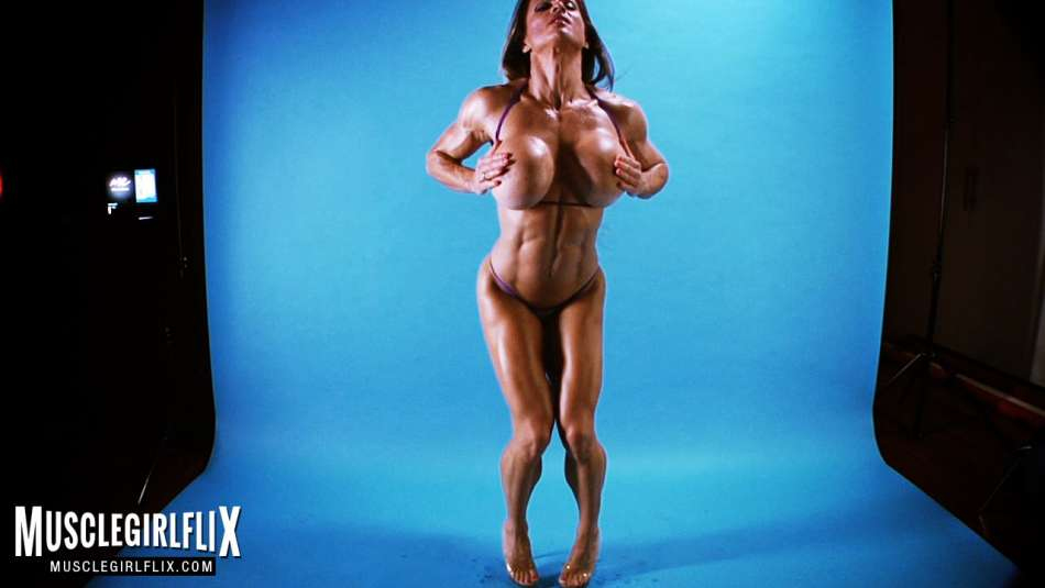 topless muscle maria garica