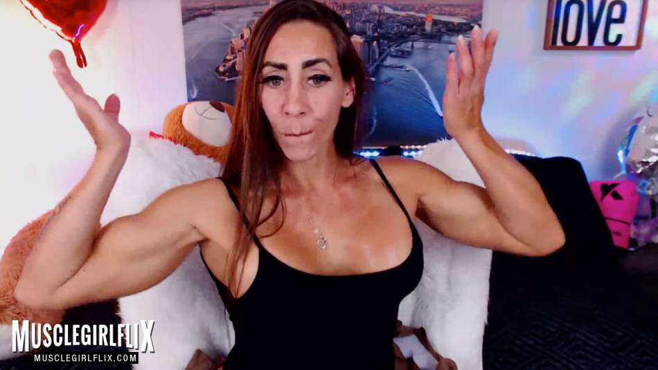 muscle girl on her webcam waiting to chat