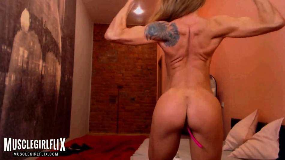 muscle cam girl NikkiBoom flexing biceps