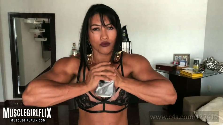 killer muscle babe crushing metal with hands