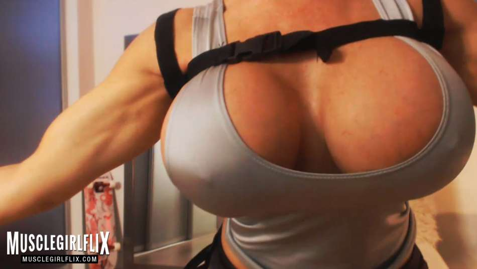 Samantha Kelly Crazy Hot tombraider big boobs