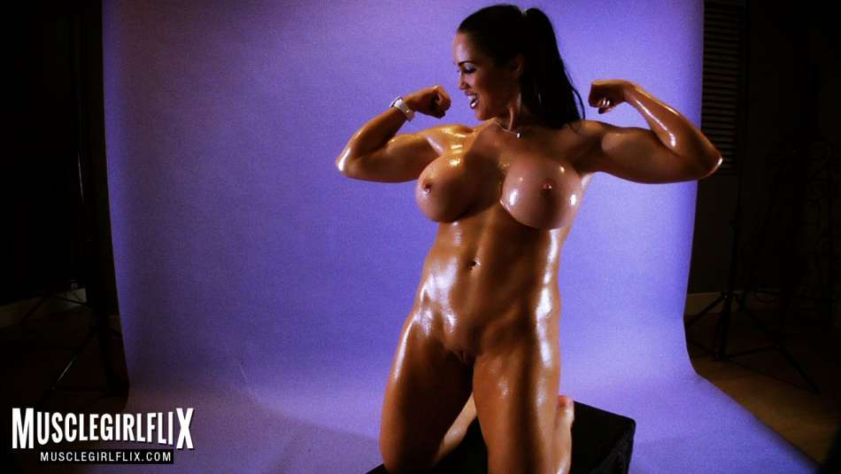 Samantha Kelly well sculpted female muscle brunette