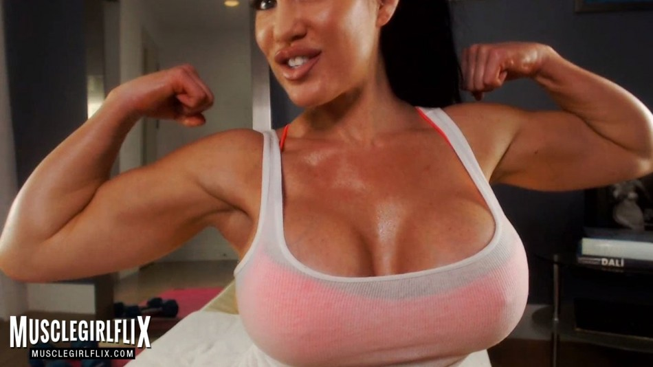 Samantha Kelly flexing both biceps