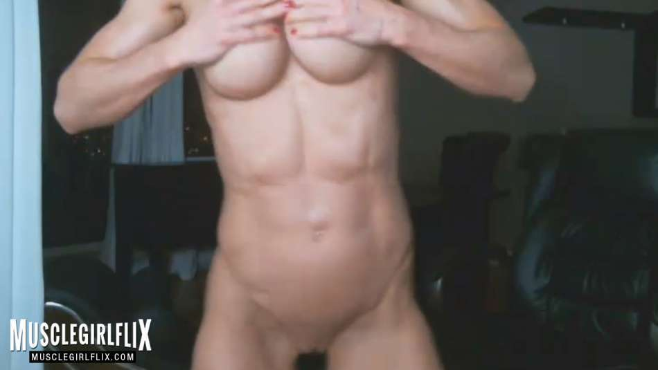 nude muscle girl on webcam nice abs