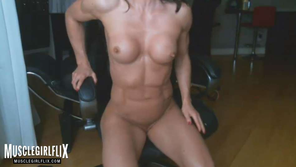 Sexy Muscle Girl Nude Cam Close Up