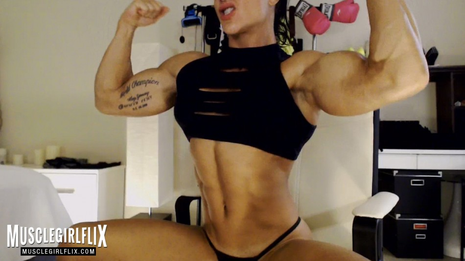Suzy Kellner flexing her thick biceps