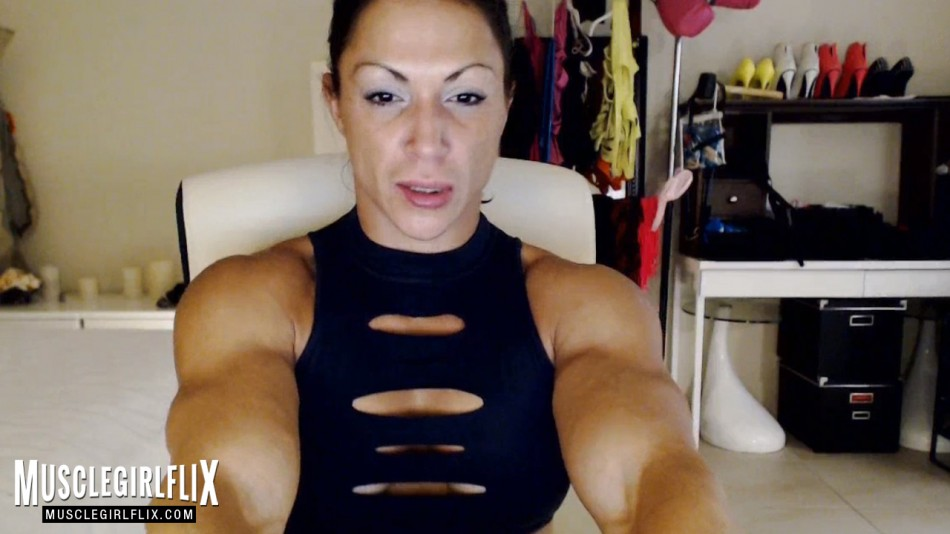 MuscleBabe beautiful athletic webcam girl review strong arms