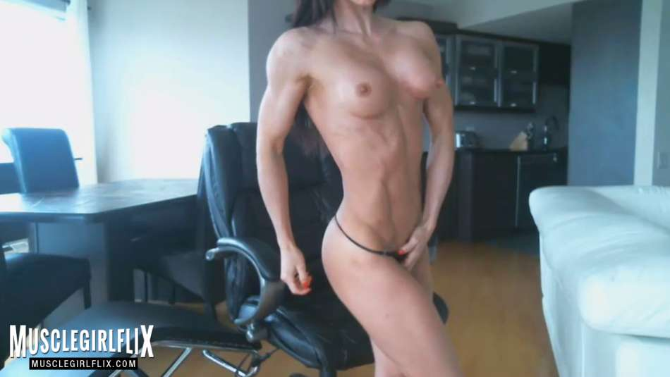 Hot Muscle Girl camgirl topless