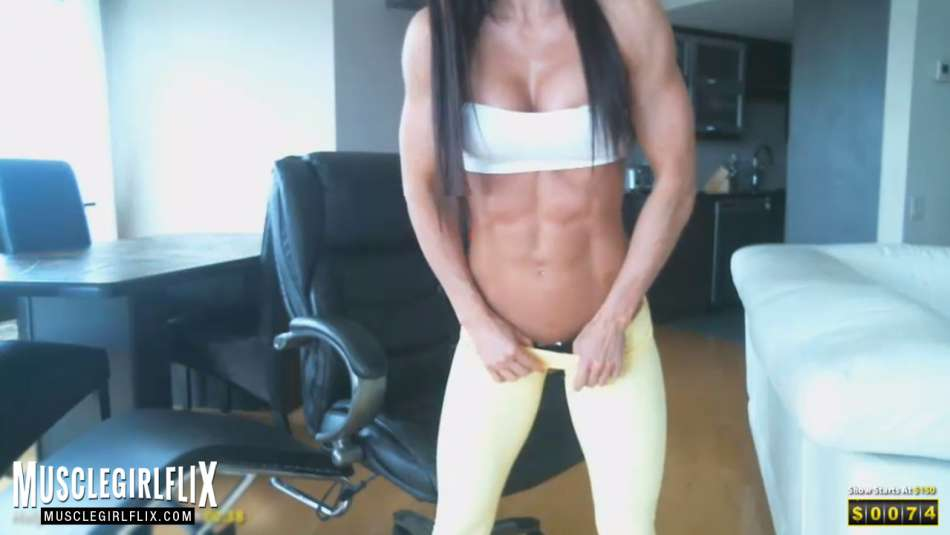 Hot Muscle Girl sexy tight abs on webcam