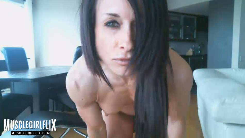Hot Muscle Girl nude close up webcam show