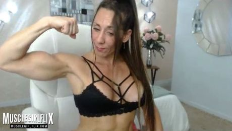 Big Muscular Arms Webcam Girl Larissa Reis