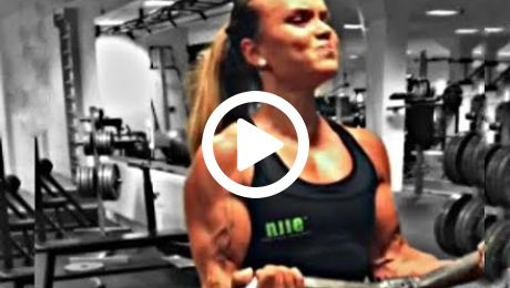 Super Ripped Female Bodybuilder Bicep Workout