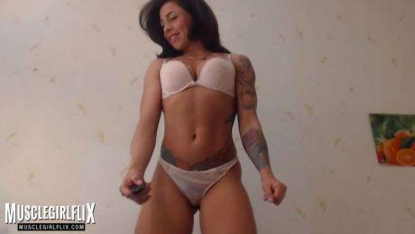 Thick Muscle Webcam Girl Marietta